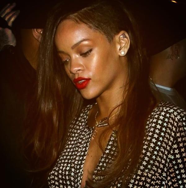 Rihanna's new hair!! http://t.co/bY05cvFW