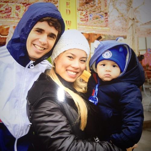 Oscar bersama sang Istrinya Ludmila dan itu anak bayi adalah keponakan dari Istri Oscar :D #TeamOscar #AAS http://t.co/3H8gyddr