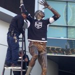 The Kareem statue is excited to have the @LAKings back! Have fun adding to the rafters today boys! #LAKBannerRaise