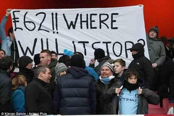 BAgxpMhCAAATxXu Picture: The Man City £62 Where will it stop? banner that was confiscated by Arsenal