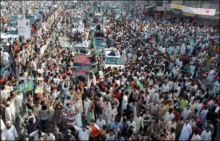 Pakistan: #LongMarch arrives to #Islamabad with 100K+ demanding social justice Route http://t.co/jmYCs6cI http://t.co/CXtpepTJ V @15MBcn_int