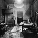 Post-war photos of Hitler's bunker and of a devastated Berlin: http://t.co/w9MeX6Ic |