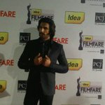 RT @filmfare: The super cool Ranveer Singh at the #FilmfareAwards red carpet http://t.co/WLYJWhFG