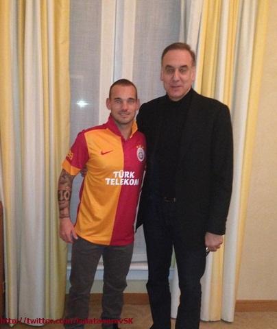 Galatasaray SK (@GalatasaraySK): FOTO | Wesley Sneijder Parçalı Formasını GİYDİ! Hoş geldin Wesley Sneijder! @sneijder101010 http://t.co/jHDvwg0O