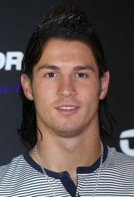 Muka ronaldo rambut messi RT @RezkyTama: Tebak! ini Messi atau Ronaldo? >> http://t.co/BJsI0nS8