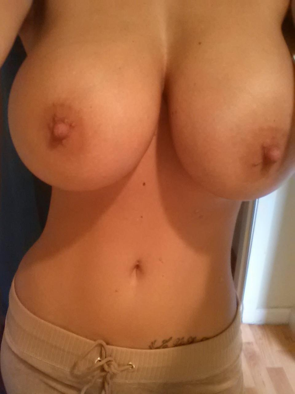 Фото голой груди 3 го размера