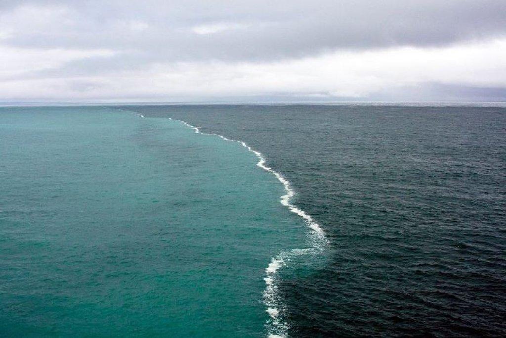 Golfo de Alaska, donde chocan dos mares sin juntarse , impresionante. http://t.co/Lmm3nFGt