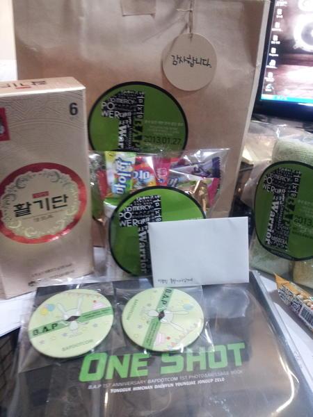 'B.A.P'덕에 팬들한테 선물 받았어요~!^^ 베이비분들 좀 짱인듯~!^^ㅋㅋ http://t.co/OL483pmH