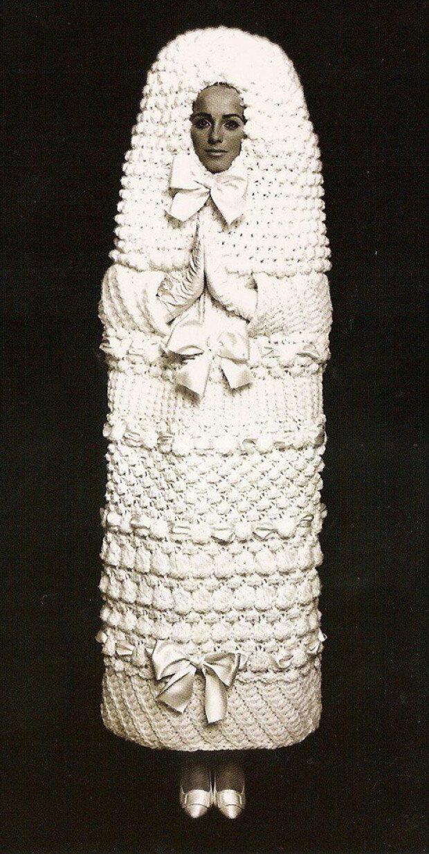 questo abito da sposa anni 60 alluncinetto di Yves Saint Laurent ...