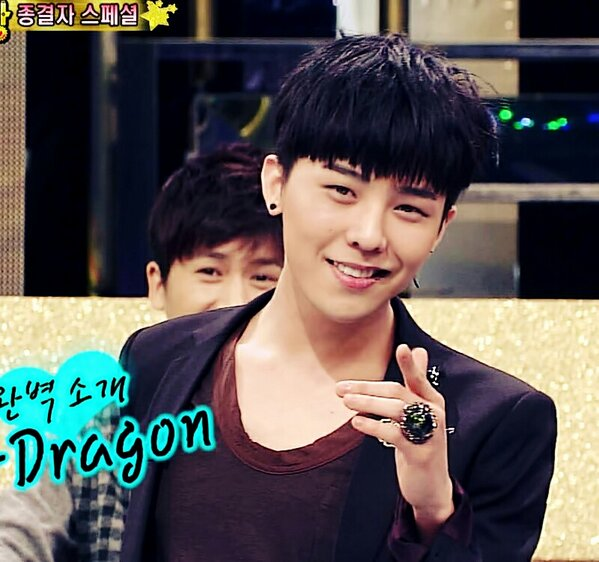 Taeyang posts a cute video of sleepy GDragon nodding off