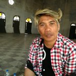 For people who know peter hein, it will be quite shocking to see his hair in a normal style….:)