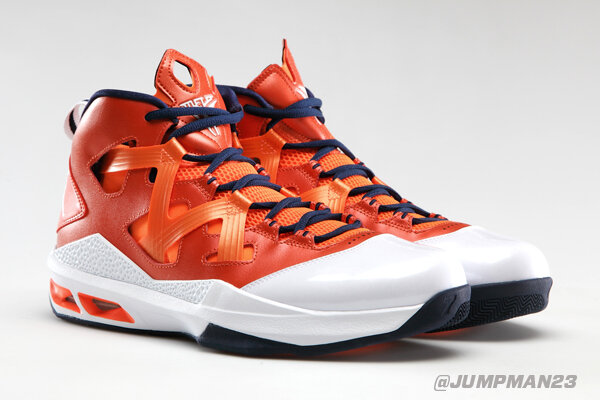 . @carmeloanthony's no. 15 just went up in the rafters. On court, Syracuse rocks these M9s in his honor: http://t.co/ONwxXJoR5p