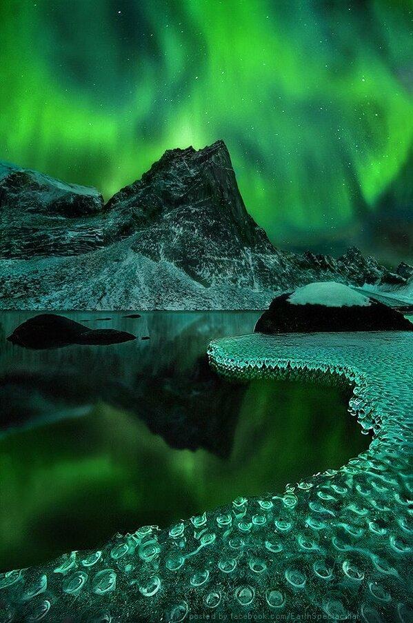 RT @SereneEarth: Aurora Borealis At Its Finest In Alaska. http://t.co/0PkZEJMSA0