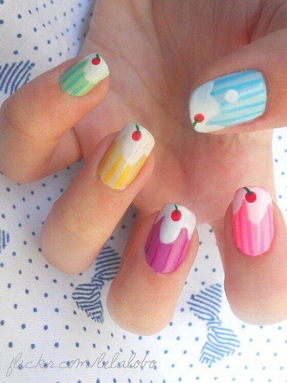 cupcakes! #dutch_nail_art http://t.co/ejspcg1g0Z