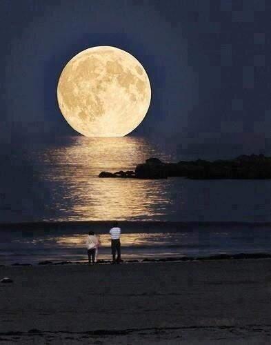 California. La Luna en su punto más cercano a La Tierra, a menos de 250000 millas. http://t.co/lqM1PV2C