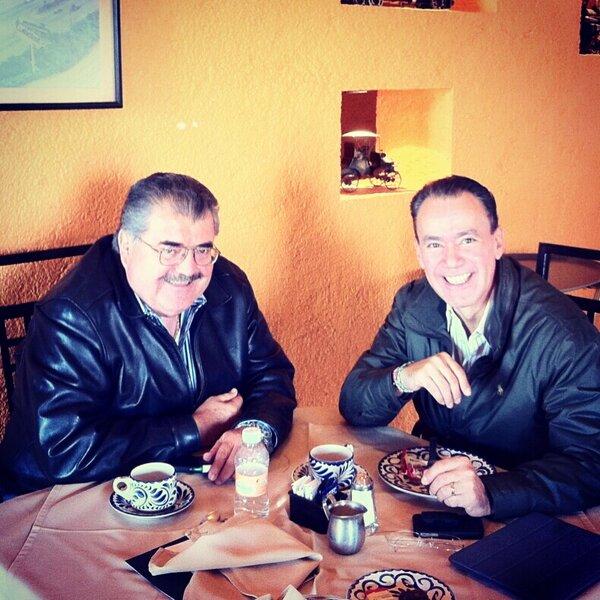 En desayuno de trabajo con mi amigo el Diputado Federal Héctor Gutiérrez.  Que tengan buen fin de semana http://t.co/ozkaHPLk