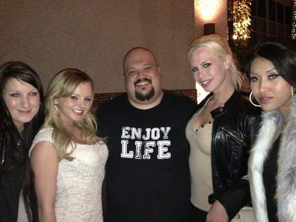 @lexilacex @breeolson @ogcomedy @taralynnfoxx @jaydenleexxx  Julio Gonzalez is one funny motha fucka. Great time http://t.co/0yYTVw1j