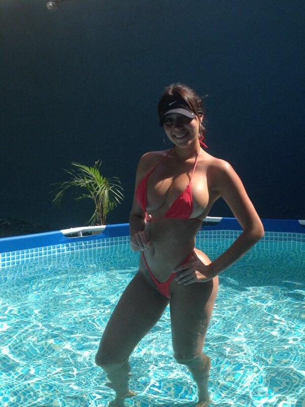 carolina petkoff (@FansCaroPetkoff): @johnnieteam @LatinAngelstv @FreddyBernal @kikeroserofotos @PolarPilsen @Sexy_colombia http://t.co/qh8t5yYK