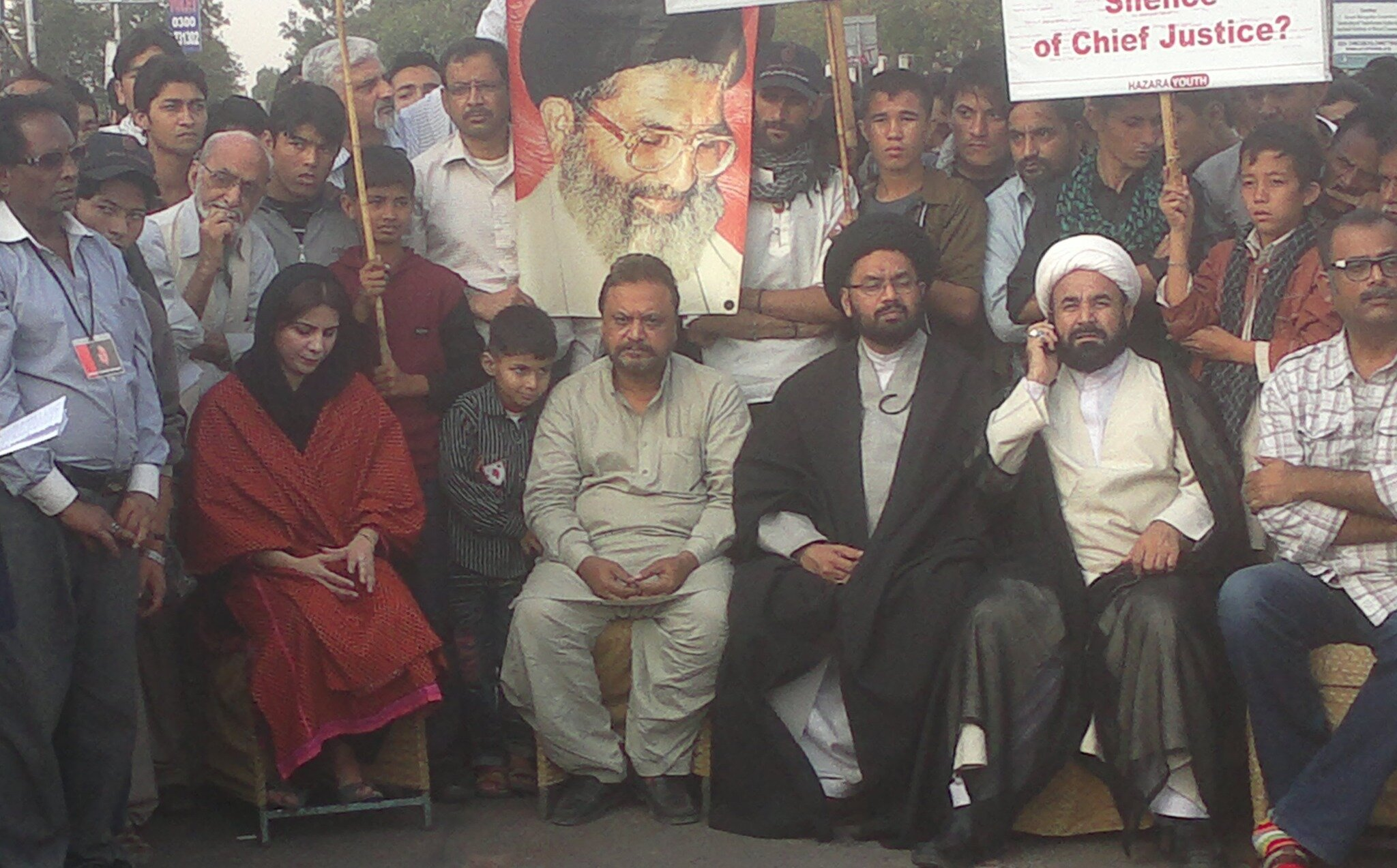 #PTI Naz Baloch at Karachi Dharna, Against barbaric act of violence targeting innocent people in Quetta #ShiaGenocide http://t.co/Wx6nTzNP