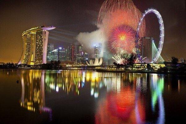 Ночные огни Сингапура http://t.co/hXPXxwMK