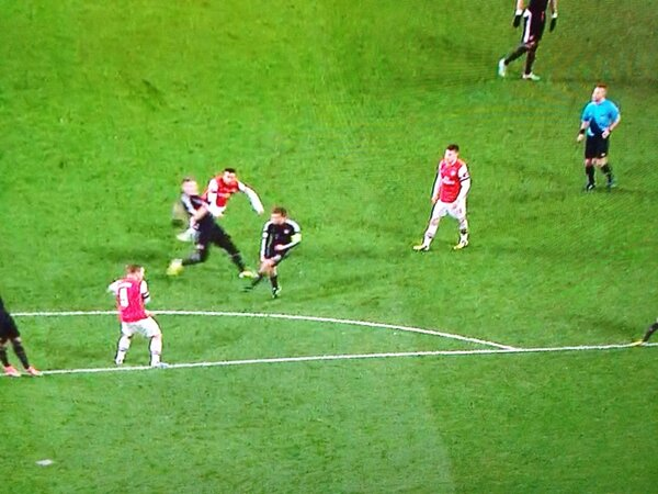 BDfvafiCMAAZmy7 Arsenal shouldnt have even won the corner kick they scored from v Bayern Munich