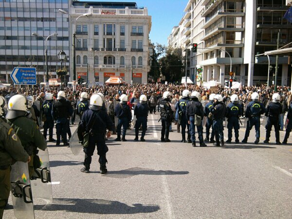 Theodora Oikonomides (@IrateGreek): #Greece Police block demo access to parl't plaza https://t.co/S3dgS73e Demo circling #Syntagma now https://t.co/IrQwuX1J #20fgr #rbnews