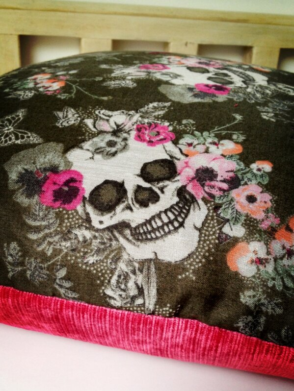 I'm working with some new fabric it's a bit different for .... But I like it do you ? http://t.co/tnYsUyt9