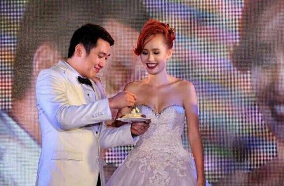 #SarapDiva Trivia: Si Chariz Solomon ay bagong kasal lamang. Heto po ang isang photo ng kanyang wedding day! http://t.co/Tt2gxGdzvP
