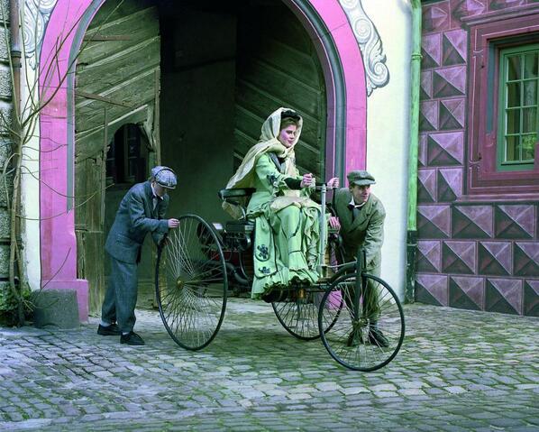 En el Día de la Mujer Trabajadora queremos recordar a Bertha Benz, la primera persona en subirse a un automóvil: http://t.co/StIwK63De9