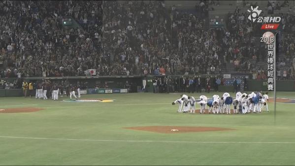 """これを放送しないテレ朝!   クズだな。@Riko530: なんだか泣けてくる。台湾大好き!RT@sasinkinut: これ@yonspo: なんという台湾チーム・・・負けても最後グラウンドに集まって観衆に一礼 #wbc http://t.co/N0HJrok90r"""""""""""