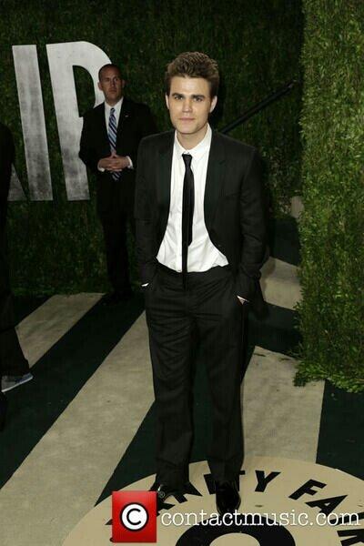 NEW Paul Wesley photo at the Oscars .. Looking soooo DASHING <3 :) http://t.co/EU5lMCpmp4