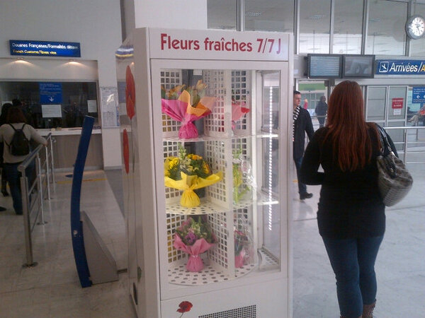 Fresh flowers from a vending machine! Whatever next? http://t.co/o622sy4UAQ