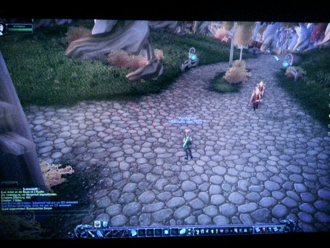 "Playing WoW :) so awesome . <em>@</em><a class=""linkify"" href=""https://twitter.com/machinimarealm"" rel=""nofollow"" target=""_blank"">machinimarealm</a> <a class=""linkify"" href=""http://t.co/1ojYGS66nT"" rel=""nofollow"" target=""_blank"">http://t.co/1ojYGS66nT</a>"