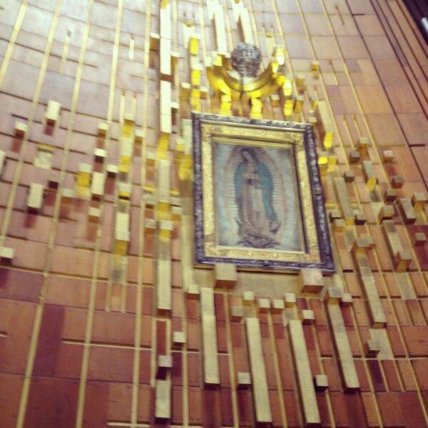 Durante mi viaje a México aproveché para visitar a nuestra Madre la Virgen de Guadalupe en la Basílica http://t.co/05DutHRcVC
