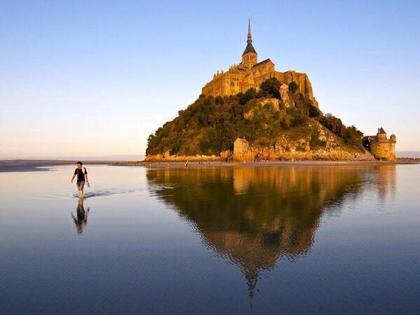 Le Mont-Saint-Michel, Francia. http://t.co/ydVVhGZCLs
