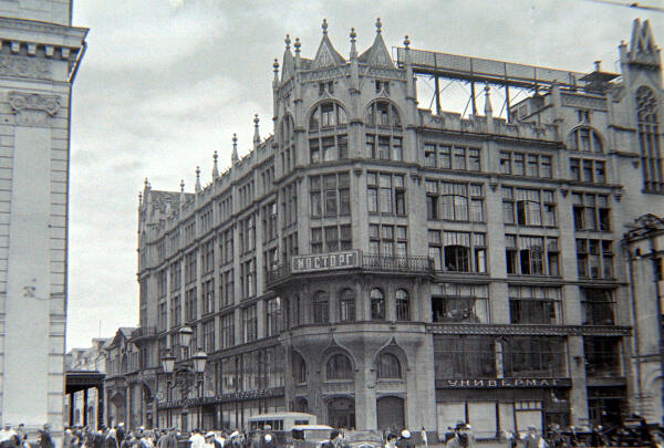 Ровно 91 год назад, 10 марта, открылся крупнейший универмаг столицы! http://t.co/XPf1LHkPMF