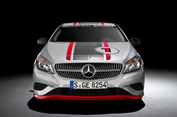 El frontal del Clase A personalizado al máximo hace que sea un coche realmente deportivo: http://t.co/1gOd5kbMHu