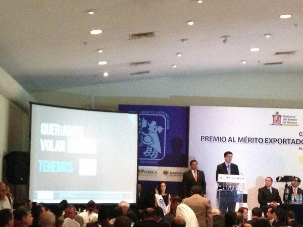 Patricia Gutiérrez (@Paty_GutierrezR): Manuel Molano, titular del @imcomx dijo q 38.5 millones d trabajadores en #México ganan 19 pesos x hora @Vertice102 http://t.co/69QWFCEIIS