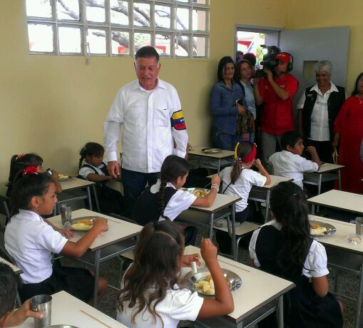 El @PAEZuliaGBZ llegó a la Escuela Básica Dr. Pedro Luengo gracias a su acondicionamiento. #GobernarEsHacer http://t.co/dtUDZXV0yb