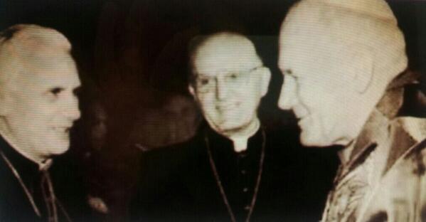 Vaitiare Mateos Bear (@vaitiaremateos): La foto que ha dado la vuelta al mundo... Publicada tras la elección de Benedicto XVI http://t.co/WQPKaRiEy5
