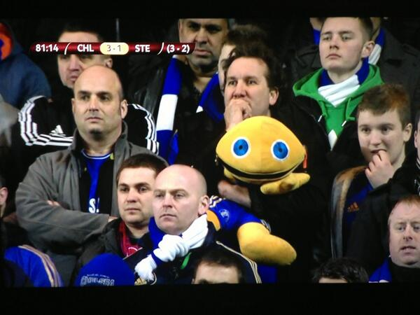 BFWU0miCIAA604O WTF Picture! Chelsea fan hugs Zippy from Rainbow during Steaua tie!!!