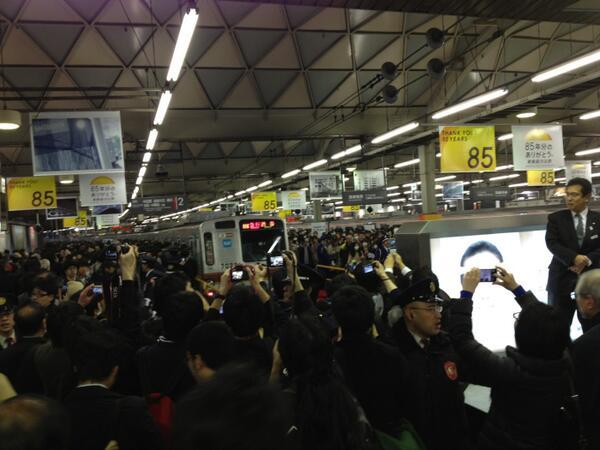【緊急】全国から撮り鉄が集結 渋谷駅が危険な状態に