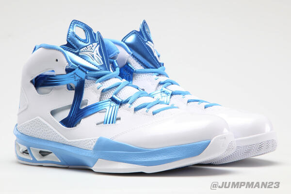 "The tourney wouldn't be the same without @UNC_Basketball. Check the ""Carolina"" M9s the Tar Heels have on tonight: http://t.co/Sj6aXptUSP"