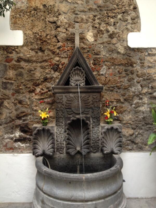 Patricia Gutiérrez (@Paty_GutierrezR): Recomendable museo d @ITESM_Puebla, la fuente  tiene 300 años d antigüedad, dentro d ex convento d Madres Trinitarias http://t.co/dYGUhpjd56