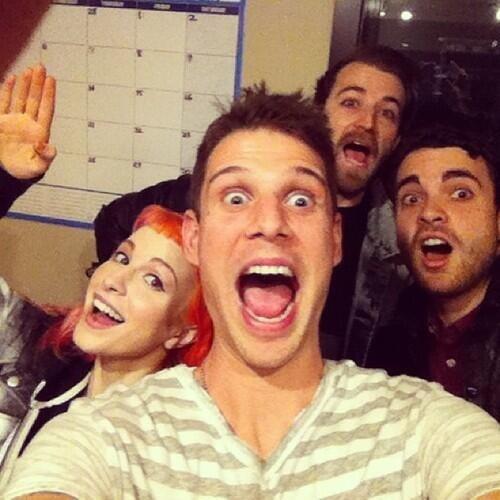 Nueva foto de Paramore http://t.co/kJmTDI6mb6