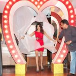 Babli Badmaash @priyankachopra's night out in town in retro hairdo; pops out of a giant heart! http://t.co/ezZ0iWUL1l