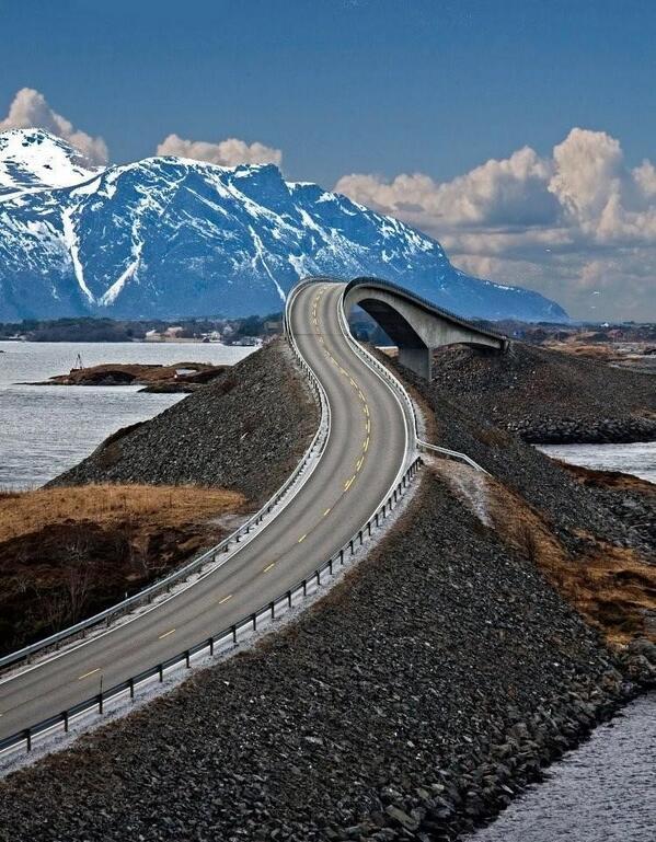 Drive?? Norway #stunningearth http://t.co/qVgKhxi3Ed