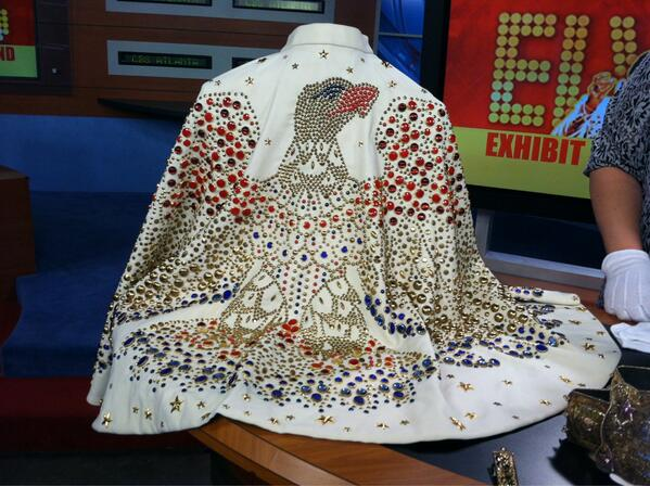 #2013MediaTour RT @bettermornings: #AlohaElvis cape in the @BetterMornings studio this AM! Visit #Graceland! http://t.co/8N6UP3woaA