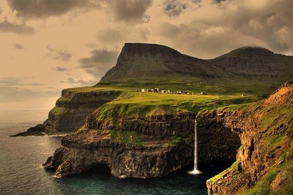 RT @meteolp: Bellisima estampa de las Islas Feroe! http://t.co/217HJmAm3g