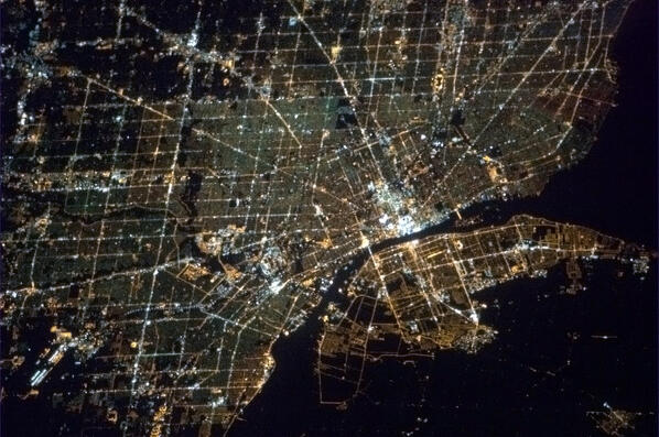 Detroit and Windsor, where Michigan meets Ontario. Spiderwebs of light expanding out from the dark river border. http://t.co/9trq3m7OZK